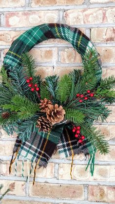 Cute Winter Wreath Decoration Ideas To Compliment Your Door - When most of us think of front door wreaths we think circle, evergreen and Christmas. Wreaths come in all types of materials and shapes. Diy Xmas, Christmas Wreaths To Make, Holiday Wreaths, Rustic Christmas, Christmas Decorations, Christmas Ornaments, Winter Wreaths, Country Christmas Crafts, Spring Wreaths
