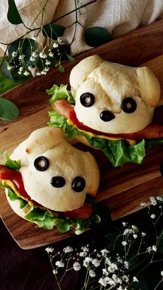 Sausages inside of puppy-shaped bread buns are just too doggone adorable. Dog Recipes, Baby Food Recipes, Cooking Recipes, Cooking Tips, Cute Food, Good Food, Yummy Food, Bento Kids, Bread Shaping
