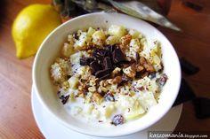 Kasza jaglana z ananasem, orzechami, rodzynkami i jogurtem naturalnym