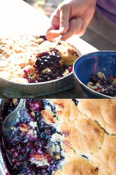 Dutch Oven Deserts, Campfire Dutch Oven Recipes, Dutch Oven Cooking, Campfire Food, Dutch Oven Recipes Dessert, Easy Blueberry Cobbler, Fruit Cobbler, Blueberry Recipes, Camping Desserts