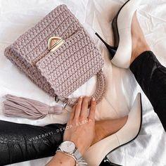 Diy Crochet Bag, Crochet Bag Tutorials, Knit Crochet, Extreme Knitting, Bag Pattern Free, Yarn Bag, Embroidery Stitches Tutorial, Diy Purse, Knitting Accessories