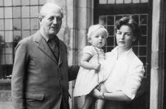Prime Minister Harold Macmillan with his niece, the Duchess of Devonshire and her daughter Lady Sophia Cavendish in 1958