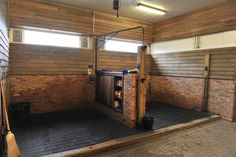 wash rack - half wall and 1 swivel hose Dream Stables, Dream Barn, Horse Stables, Horse Farms, Cattle Barn, Farm Barn, Rinder Stall, Horse Barn Designs, Barn Stalls