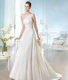Trend Alert: St. Patrick Wedding Dresses 2014. To see more: http://www.modwedding.com/2013/12/16/trend-alert-st-patrick-wedding-dresses-2014-3/