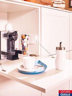 Arbeitsplatte mit praktischer Reling | Weiße Küchen | Pinterest ...