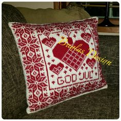 Ravelry: Christmas pillow / Julekurvpute pattern by Buglas Design Christmas Knitting, Christmas Sweaters, Knit Pillow, Sewing Pillows, Fair Isle Knitting, Christmas Pillow, Double Knitting, Sewing Crafts, Diy And Crafts