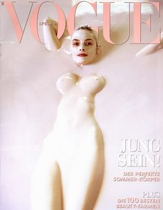 Haha, brilliant mud bath. James King - Vogue Germany, March 1999 Baby Milk Bath, Jamie King, Milk Bath Photography, 90s Models, Vogue Covers, Mother And Child, Famous Faces, Supermodels, Retro Vintage