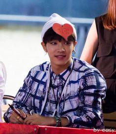 Gikwang with heart on his head 140705