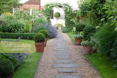 GAP Gardens - Gravel Path with brick edging and sq - Recycled Garden Ideas Gravel Pathway, Wood Walkway, Concrete Path, Garden Paving, Terrace Garden, Garden Paths, Garden Landscaping, Walkways, Pea Gravel