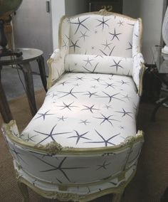 I'm in love with this Chaise Lounge.  Would also be good for an extra bed! Looks like two chairs put together