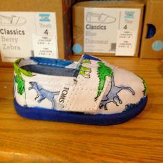dinosaur baby shower decorations | Repinned via Amber Ryan