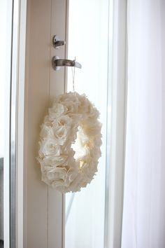 Joulu | All you need is White White Wreath, Holiday Fashion, Christmas Inspiration, Sconces, Wall Lights, Wreaths, Home Decor, Chandeliers, Appliques