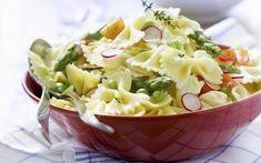 Pastasalade met asperges - Libelle Lekker Lemon Pasta Salads, Pasta Salad With Tortellini, Shrimp Avocado Salad, Greek Salad Pasta, Pasta Salad Italian, Pasta Salad Recipes, Orzo, Classic Salad, How To Make Salad
