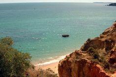 Em plena Praia da Rocha, o areal com mais diversão de todo o Algarve. 7 noites em T1 para 4 pessoas nos Apartamentos Turísticos Flor da Rocha a partir de 205€. - Descontos Lifecooler
