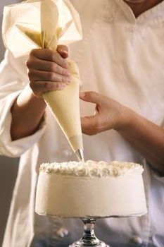 Wedding Cake Recipes How to Make the Perfect Buttercream Frosting . Use this with Italian Almond Wedding cake recipe. - Total Time: 30 minutes Servings: 5 cups, enough for a layer cake Difficulty: Beginner to intermediate Decorating Icing Recipe, Cake Decorating Tips, Cookie Decorating, Buttercream Icing, Cake Icing, Cupcake Cakes, Wedding Cake Frosting, Blue Frosting, Almond Wedding Cakes