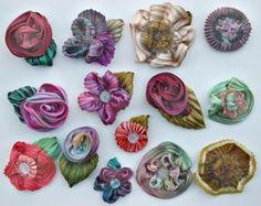 Shibori ribbon flowers - inspiration only - some instructions on site (repin) #shibori #ribbon #flowers
