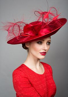 Rachel Trevor Morgan Millinery S/S Red fine sinamay sidesweep with ostrich feathers Mehr Red Hat Society, Stylish Hats, Kentucky Derby Hats, Church Hats, Fancy Hats, Royal Ascot, Love Hat, Wedding Hats, Red Hats