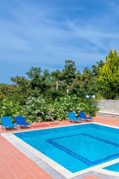 Relax by the in the peaceful Villa Minas in Galatas, Chania! Crete Chania, Crete Greece, Crete Holiday, Vegas Vacation, Wedding Honeymoons, Limousine, Private Pool, Greek Islands, Taxi