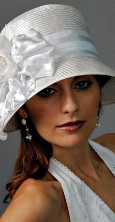 Wedding Hat or Veil? For Brides Over 40, 50, 60 - (article) - http://boomerinas.com/2013/12/28/wedding-hats-and-veils-for-brides-over-40-50-60/