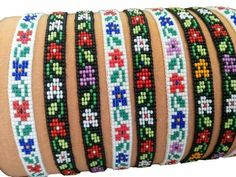 These ethnic beaded bracelets are perfect for ethnic jewelry fans! This colorful miyuki bracelet has an elegant diamond pattern. This beautiful ethnic bracelet Loom Bracelet Patterns, Bead Loom Bracelets, Bead Loom Patterns, Friendship Bracelet Patterns, Beading Patterns, Bracelet En Cuir Diy, Diy Leather Bracelet, Beaded Hat Bands, Loom Bands