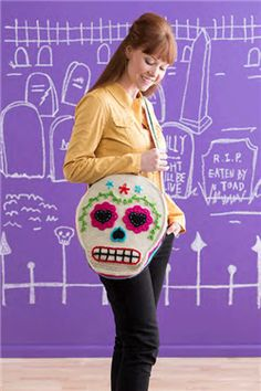 This is the perfect crochet bag for a teen, and I know lots of adults who want one too! Sugar Skull Shoulder Bag - Media - Crochet Me