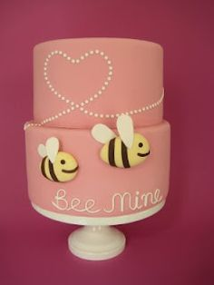 Hey Ruthie....here's you a BEE cake for Sera Bella's birthday :))