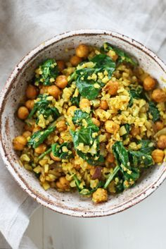 Curry cauliflower rice with chickpeas & spinach