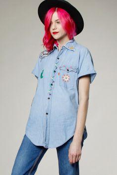 Vintage 70s Levi's Button Up Embroidered Denim Chambray Shirt #levis #70s #70sdenim #vintagelevis #thriftedandmodern