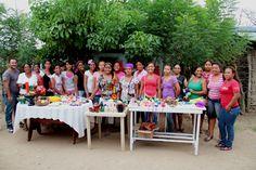 El equipo departamental con las artesanas de Zambrano