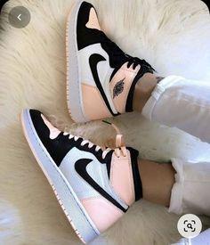 Dr Shoes, Cute Nike Shoes, Cute Nikes, Hype Shoes, Retro Nike Shoes, Nike Shoes Outfits, Pink Nike Shoes, Nike Custom Shoes, Cute Addidas Shoes