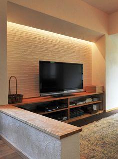 漆喰壁の間接照明をテレビのバックライトに