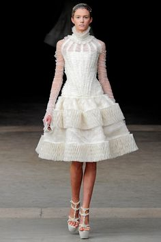 Alexander McQueen Fall 2011 Ready-to-Wear Fashion Show - Sigrid Agren (Elite)
