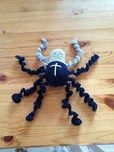 Hjemmelavet hæklet edderkop.