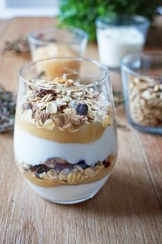 Verrines petit déjeuner au muesli, compote et yaourt nature - The Best Breakfast and Brunch Spots in the Twin Cities - Mpls. Healthy Cake, Healthy Snacks, Brunch Recipes, Breakfast Recipes, Yogurt Breakfast, Vegan Recipes, Tostadas, Compote Recipe, Holiday Cookie Recipes