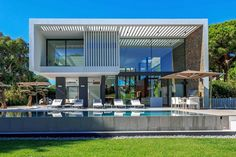 A contemporary new villa by local architect Vasco Vieira in the Quinta do Lago golf resort replaces an older home.