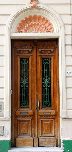 door w shell arch