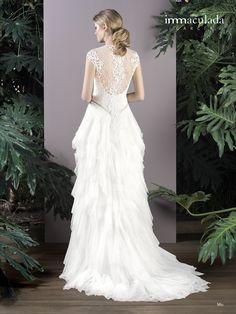 Dress: MIU / Collection: HANAMI - My Essentials 2017 Lace Wedding, Wedding Dresses, Collection, Essentials, Fashion, Couture, Bridal Gowns, Boyfriends, Bride Dresses