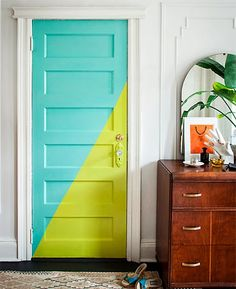 DIY Home Decor, creative number - An enormous yet powerful collection on ideas. Topic and tips sectioned at diy home decor on a budget small spaces catergory also posted on this date 20190129 Diy Casa, The Doors, Front Doors, Diy Home, Painted Doors, Painted Bedroom Doors, Wooden Doors, Painted Walls, Hand Painted
