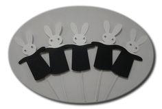 Modelo de Topper para cupcake em formato de coelho na cartola, super simpático, com aplique de olhos móveis.   Outros itens para festa no circo em   http://www.elo7.com.br/amornopapel/festa-no-circo/al/6CDDC