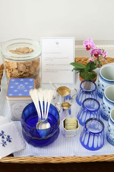 Bed & Breakfast idea: When entertaining overnight guests, provide a guest tray for early risers. Plus more great tips on being the hostess with the mostest! Bed And Breakfast, Breakfast Tray, Breakfast Station, Dresser La Table, Table Desk, Party Entertainment, B & B, Tablescapes, Party Planning
