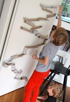 Wc rolletjes en plakband, creatieve knikkerbaan!Ook leuk voor Rein en Siem!!
