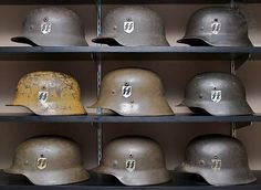 various helmet designs Military Insignia, Military Art, Military History, Ww2 Uniforms, German Uniforms, German Soldiers Ww2, German Army, Luftwaffe, Camouflage