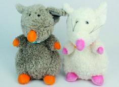 Roztomilé myšky s šálou. chcete svým dětem nabídnout kvalitní a českou hračku? Myšky si jistě zamilují. Měkoučká tělíčka, šibalský výraz očkách a šálek ledabyle hozený kolem krku.  Velikost: 24cm Český výrobek. Dinosaur Stuffed Animal, Toys, Animals, Activity Toys, Animales, Animaux, Clearance Toys, Animal, Gaming