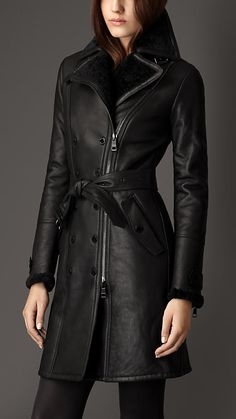 Shop for Long Shearling Biker Detail Trench Coat by Burberry at ShopStyle. Coats For Women, Jackets For Women, Clothes For Women, Burberry Trenchcoat, Mode Mantel, Burberry Women, Burberry Shop, Leather Trench Coat, Shorty