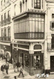 "Sombrerería ""Maquedano"" C/ Sierpes, nº 40 1970s, Street View, War, Vintage Shops, Vintage Postcards, Antique Photos, Seville Spain, Vintage Tags, 19th Century"