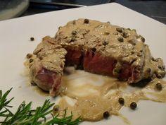 Il filetto al pepe verde è un must per gli amanti delle carne, è facile da preparare e non serve neppure molto tempo, è un piatto buone per ogni occasione, che si presta a numerose rivisitazioni con la semplice sostituzione di qualche ingrediente