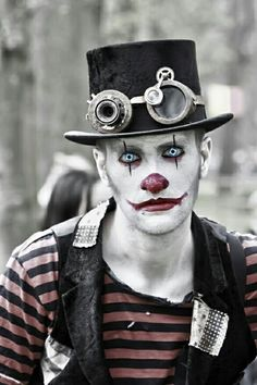 "What's more creepy than a scary clown costume for halloween? This one is a little bit ""steampunk - style"" and it just looks great! Halloween 2018, Halloween Men, Cool Halloween Costumes, Mens Halloween Makeup, Steampunk Halloween, Halloween Party, Steampunk Makeup, Steampunk Circus, Steampunk Hair"