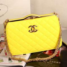 #Chanel #bolsos https://es.pinterest.com/estrellitap0063/bolsos-3/