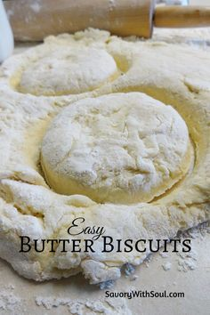 Easy & Flaky Southern Butter Biscuits This recipe for Southern butter biscuits was handed down to me by my mom. Great all by themselves with extra butter or with jam, honey, molasses, or gravy. Butter Biscuits Recipe, Homemade Biscuits Recipe, Flaky Biscuits, Buttermilk Biscuits, Biscuit Recipe With Milk, Homemade Breads, Easy Biscuit Recipe 3 Ingredients, Biscuit Dough Recipes, Best Biscuit Recipe