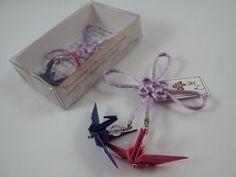 Lembrancinhas de bodas de papel: ímã de tsuru casal e nó chinês * bodas de papel ( 1º aniversário de casamento) http://loja.sakuraorigami.com.br/pd-205c9
